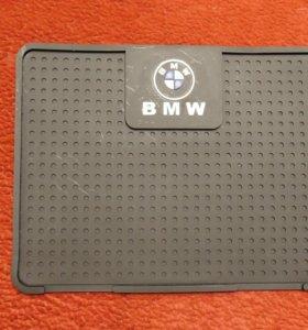 Коврик противоскользящий на панель BMW