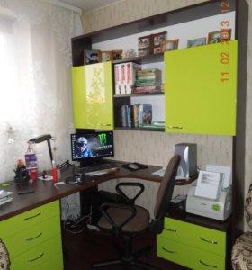 Школьный угол/компьютерный стол