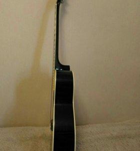 Гитара черная, акустика.