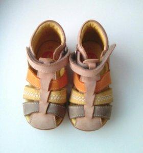 Новые сандали, босоножки Kickers, р.21