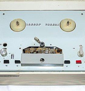 Катушечный магнитофон Вильма-М1 СССР 70-е гг.