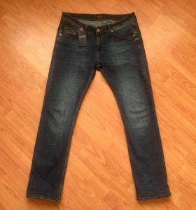 Родные джинсы Armani. Новые.