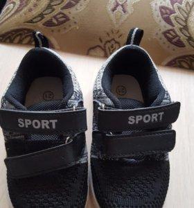 Продам кроссовки 21р удобные легкие