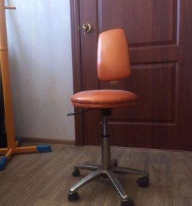 Кожаный стульчик