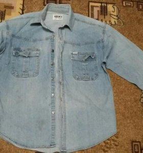 Мужская джинсовая рубашка и свитер