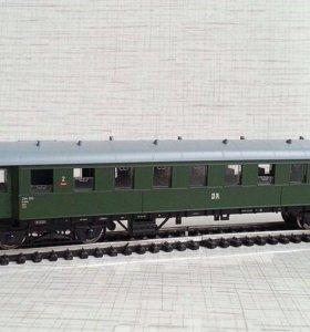 Четырехосный пассажирский вагон 2 класса.