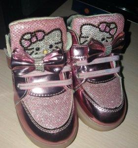 Детские ботиночки со светящейся подошвой.