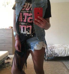 Джинсовые шорты и жилет