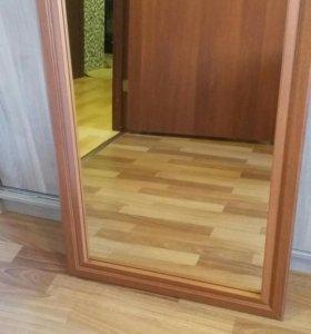 Зеркало настенное с деревянной рамой