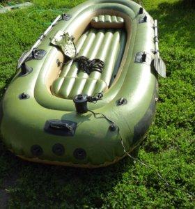 трёхместная лодка