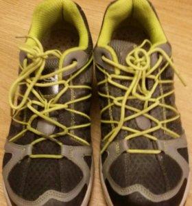 Беговые кроссовки Clorts