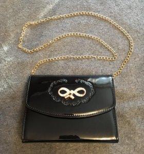 Новая лаковая сумка на цепочке