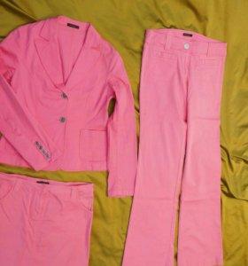Комплект розовый (пиджак +брюки +юбка) р. 46