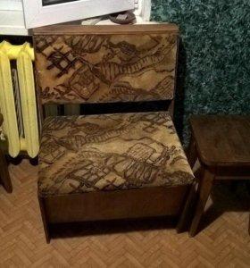 диван и табуреты для кухни