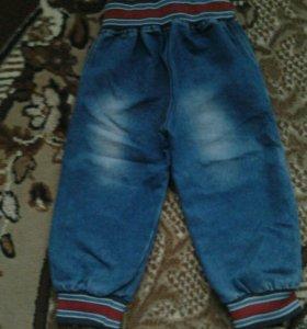 Продам джинсы весна на 2-4года