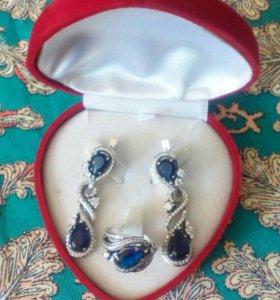 Набор из серебра...кольцо 19ном...и серьги...