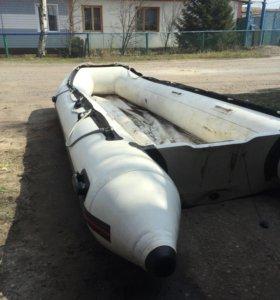 Продам лодку4,50м