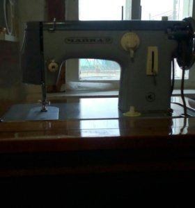 Швейная машинка с ножным механическим приводом
