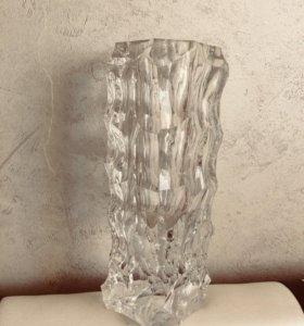 Ваза из стекла 25 см высотой