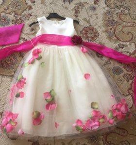 Платье нарядное новое 116-128