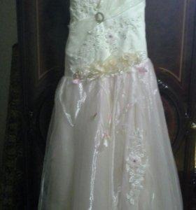 Платье для выпускного  или свадебного вечера.