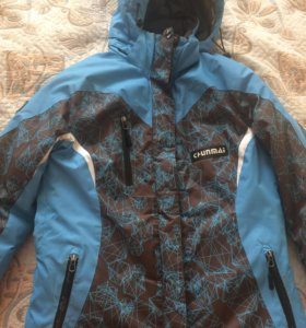 Зимняя спортивная женская куртка