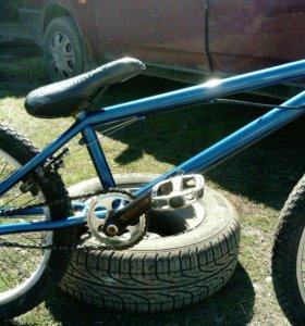 Велосипед BMX возможен торг.