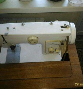 Машинка швейная Чайка 132М