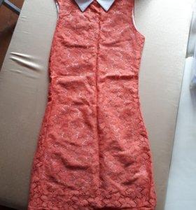 Прямое платье с воротником
