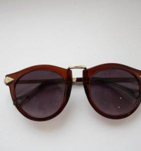 Солнцезащитные очки с золотыми вставками