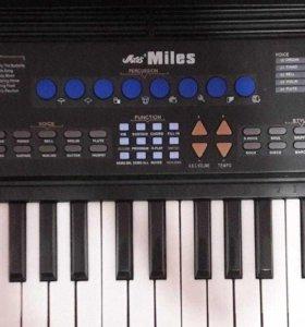 Синтезатор miles 680