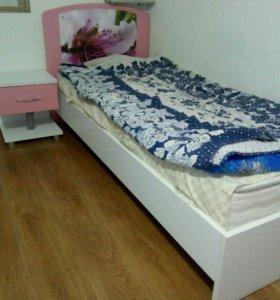 Тумба, кровать с матрасом