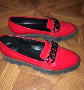 Туфли лаковые новые 38 размер