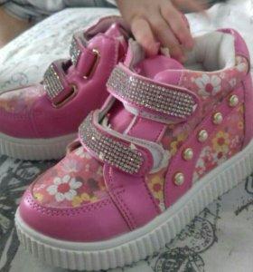 Новые кроссовки детские
