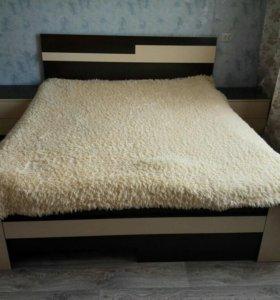 Кровать, матрац, тумбочки