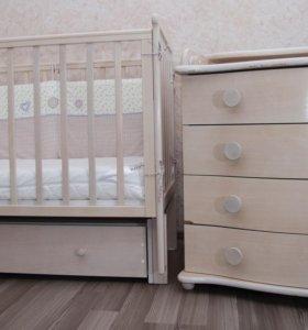 Комплект детской мебели (кроватка и комод)