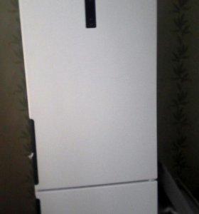 Продам холодильник Hotpoint-Ariston