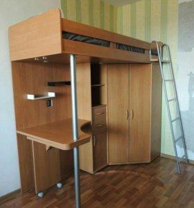 3 в 1: двухъярусная кровать, стол, шкаф