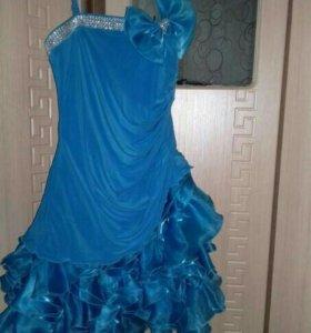 Платье на выпускной, есть накидка.