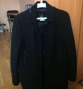 Продам пальто хорошее.