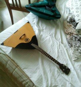 Балалайка(профессиональный музыкальный инструмент)