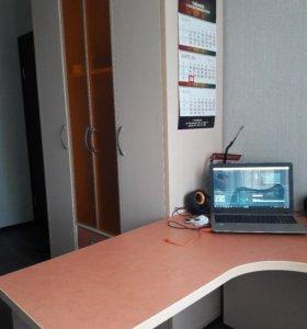 Мебель: стол шкаф и кровать
