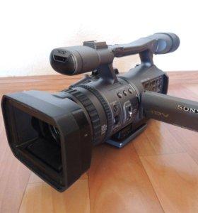 Видеокамеру Sony HDR-FX7E