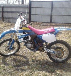 Мотоцикл YAMAHA YZ-125.