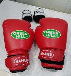 Боксерские перчатки и бинты