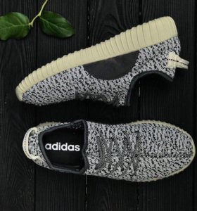 В наличии супер легкие кроссовки Adidas Yeezy