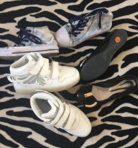 Обувь на девочку , одели пару раз . 33-34 размер