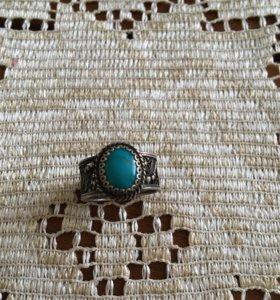 Кольцо из тёмного серебра с бирюзой.