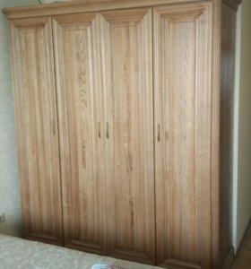 Кровать, шкаф, тумбочки, туалетный столик