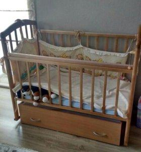 Детская кроватка с поперечным маятником с матрасом